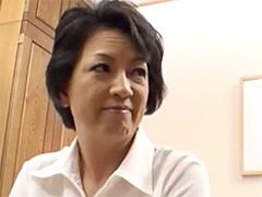 【五十路】5年ぶりに見る母のマ◯コはパイパンになってて、舐めたらお豆がビンビンになってた