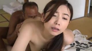 【笹倉杏】「私を抱いて!」管理人の中年男に惹かれ、妖しく誘惑する豊満な肉体の美人若妻