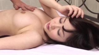 【篠田ゆう】弾力のある美巨乳を揺すりながらマ◯コだけでなくアナルでもイキまくる可愛すぎる若妻
