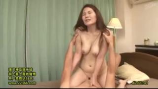 【水橋ゆり】時々、息子の友人にドキドキしちゃう欲求不満な豊満妻が男優との中出しセックスでイキ乱れる