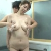 【翔田千里】フェラ抜きだけでは満足できず、母の熟れた裸に欲情した息子が風呂場に乱入