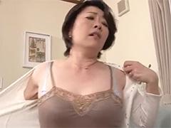 【五十路】息子と晩酌して酔って発情した母が勃起チンポをパイズリし、しゃぶりあげて口で精子を受け止めます
