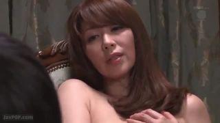 【翔田千里】夫の仕事に協力してもらうために若い男を淫らに誘惑し、その見返りとして豊満な肉体を差し出した美熟女