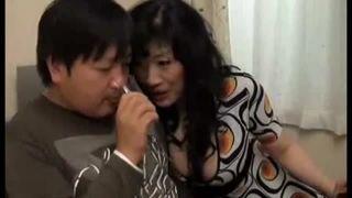 【星杏奈】同じアパートの童貞男を誘惑し、筆下ろし中出しさせた五十路熟女