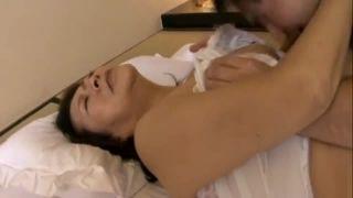 【五十路】豊満な緩み具合がエロ過ぎる肉体とおおらかに包み込む母性で息子たちの精子を中で受け入れる母