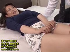 【三浦恵理子】愛撫されて恥じらう美熟女