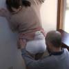 壁に手をつきエロい尻を愛撫される人妻