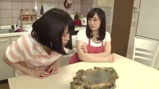 【成澤ひなみ】神秘の鏡を同時に見た母と娘の身体が入れ替わり、娘の身体になった母が息子を誘惑し一線を越えてしまう
