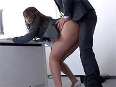 社長室で社員に犯される女社長
