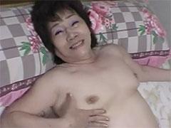 【六十路】関西おばちゃん風のノリのおばちゃんにリードされ、思わず中に射精してしまった若者