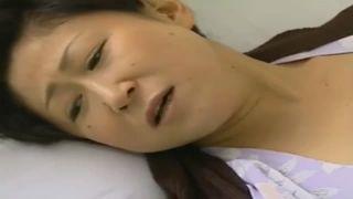 【五十路】介護士が来る前にシャワーで洗って待ち、疼くマ◯コを舐めてもらい欲求不満を満たす身障者熟女