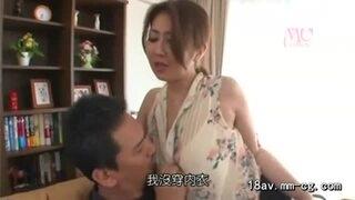 【伊織涼子】息子の知人を妖艶に誘惑する淫乱母さん